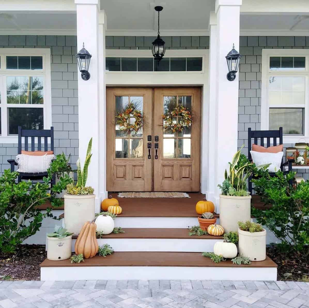 Front-Porch-Decorating-Ideas-For-Fall-19-1-Kindesign