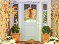 Front-Porch-Decorating-Ideas-For-Fall-20-1-Kindesign