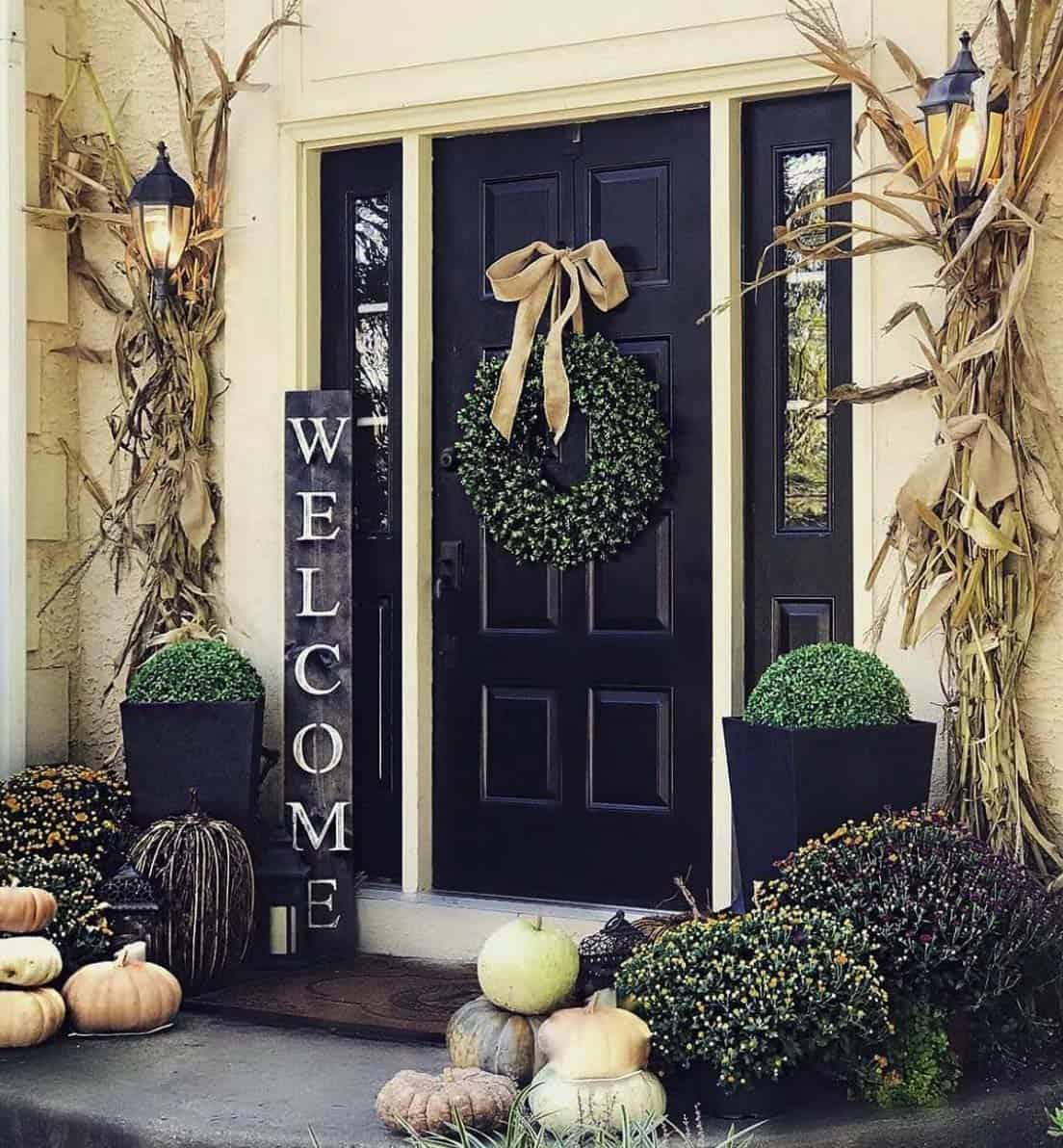 Front-Porch-Decorating-Ideas-For-Fall-22-1-Kindesign