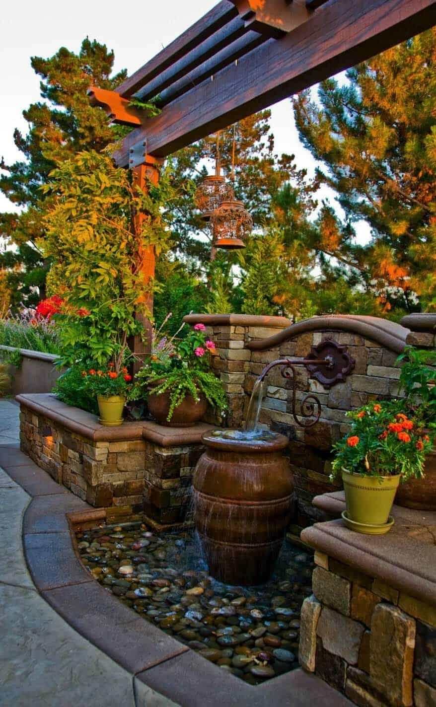 Inspiring-Outdoor-Garden-Fountains-01-1-Kindesign