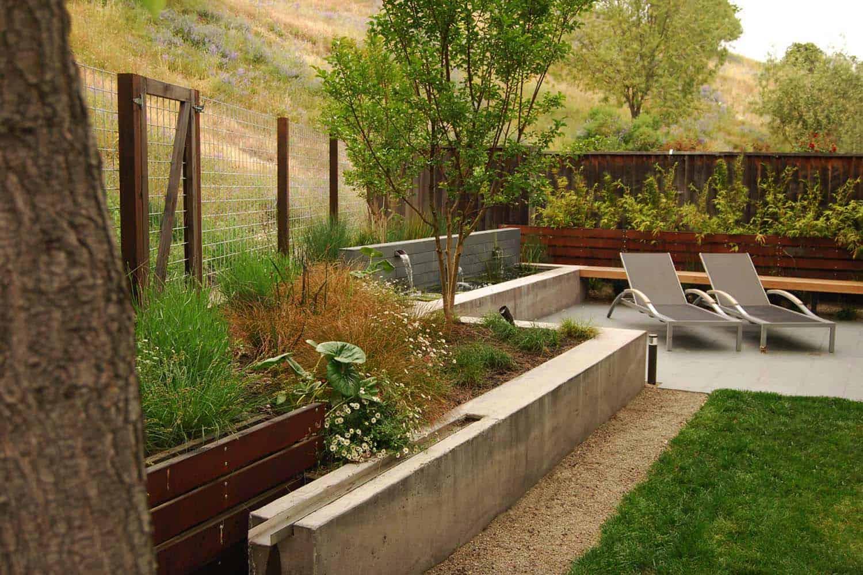 Inspiring-Outdoor-Garden-Fountains-02-1-Kindesign