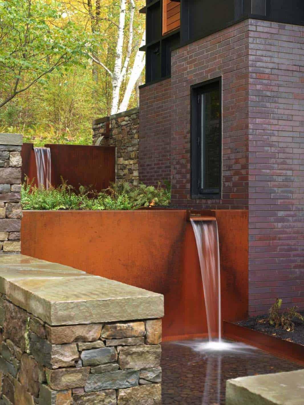 Inspiring-Outdoor-Garden-Fountains-03-1-Kindesign