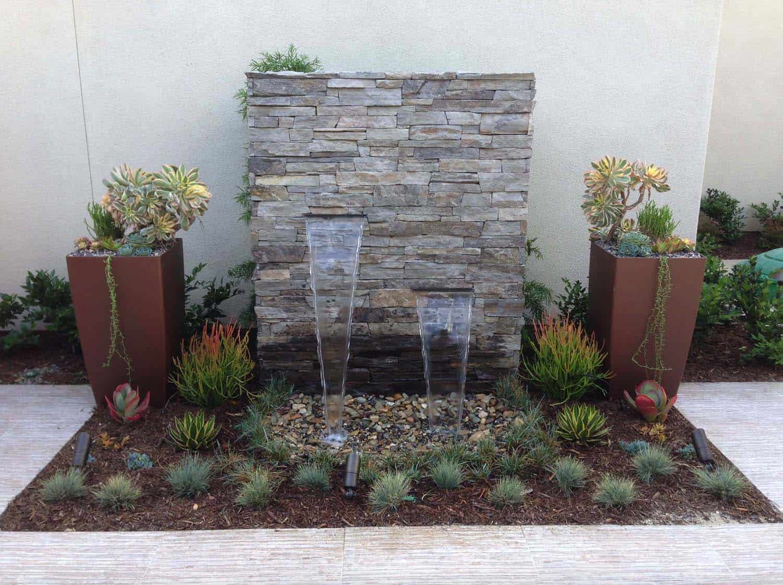 Inspiring-Outdoor-Garden-Fountains-04-1-Kindesign