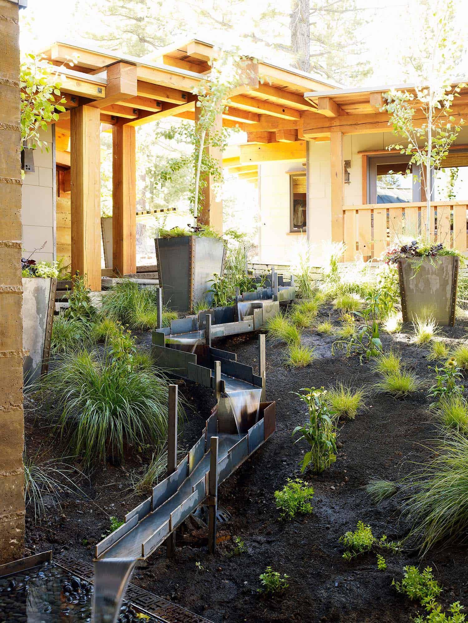 Inspiring-Outdoor-Garden-Fountains-05-1-Kindesign