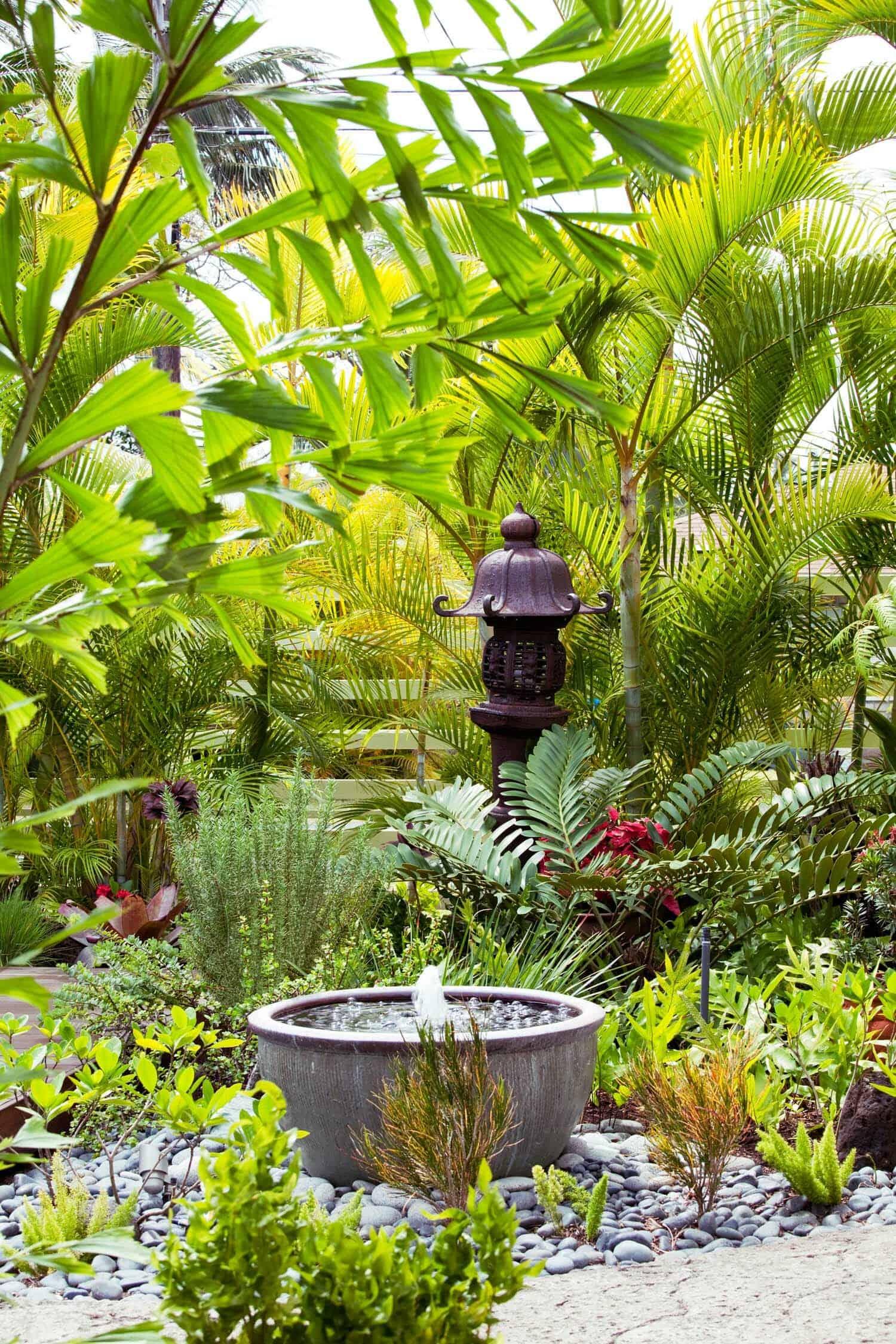 Inspiring-Outdoor-Garden-Fountains-06-1-Kindesign