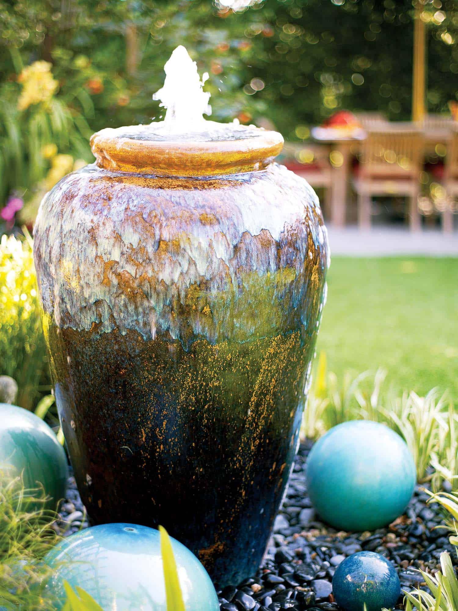 Inspiring-Outdoor-Garden-Fountains-07-1-Kindesign