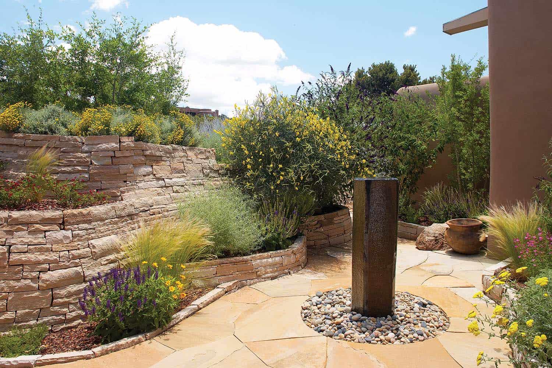 Inspiring-Outdoor-Garden-Fountains-09-1-Kindesign