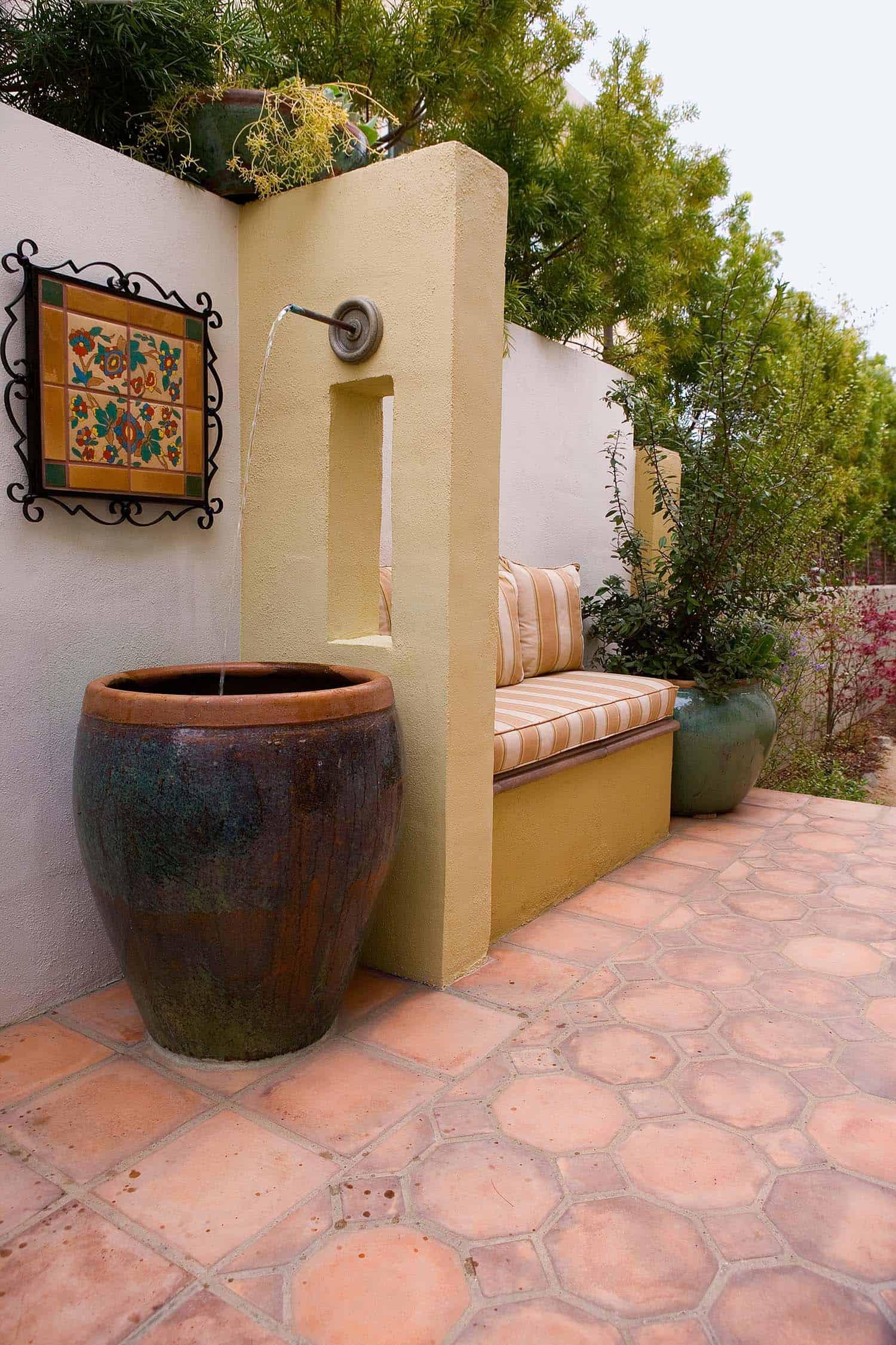 Inspiring-Outdoor-Garden-Fountains-15-1-Kindesign