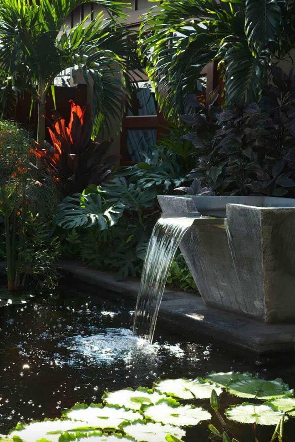 Inspiring-Outdoor-Garden-Fountains-16-1-Kindesign
