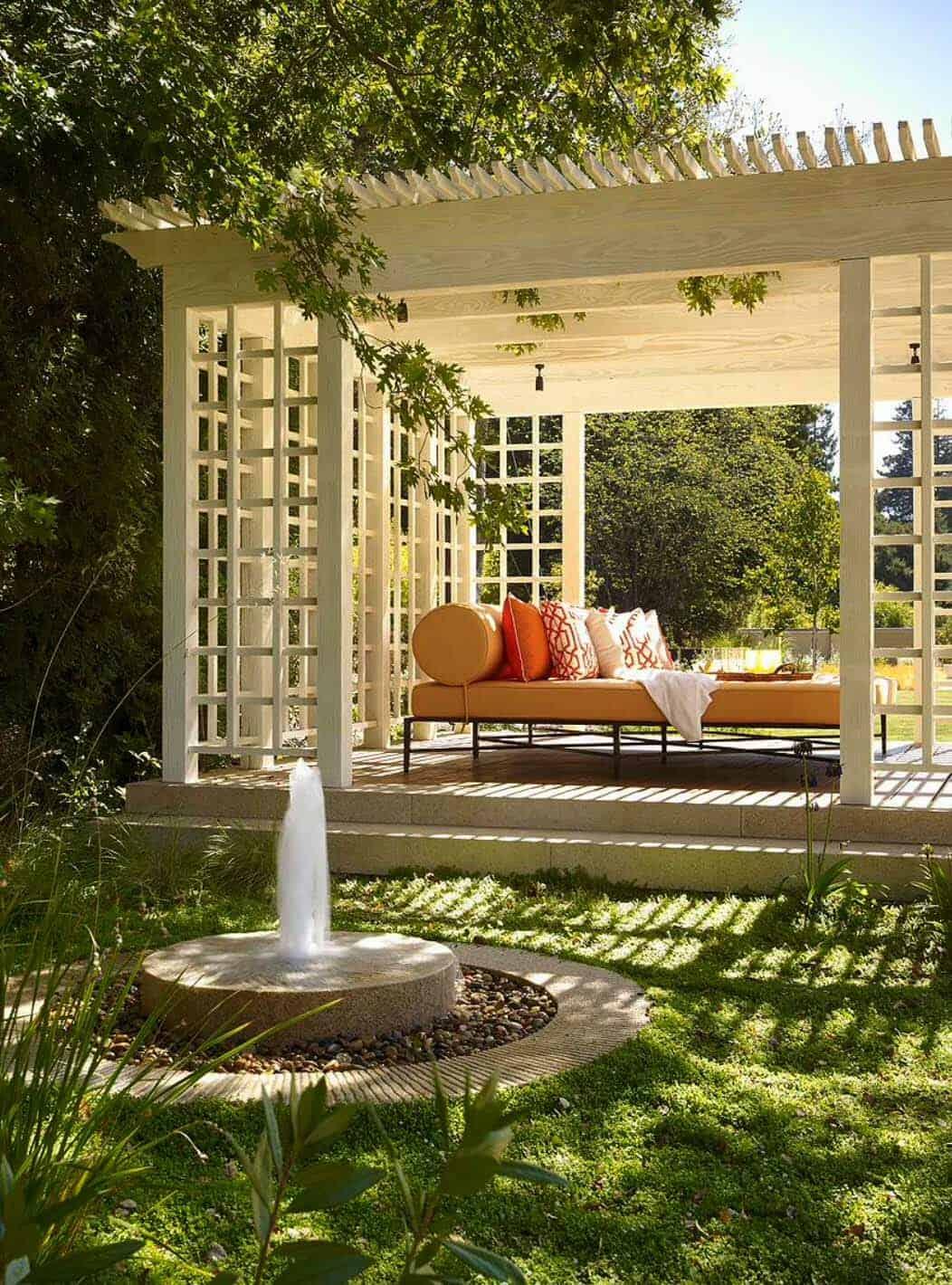 Inspiring-Outdoor-Garden-Fountains-22-1-Kindesign
