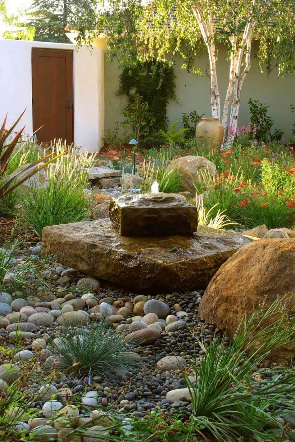 Inspiring-Outdoor-Garden-Fountains-23-1-Kindesign