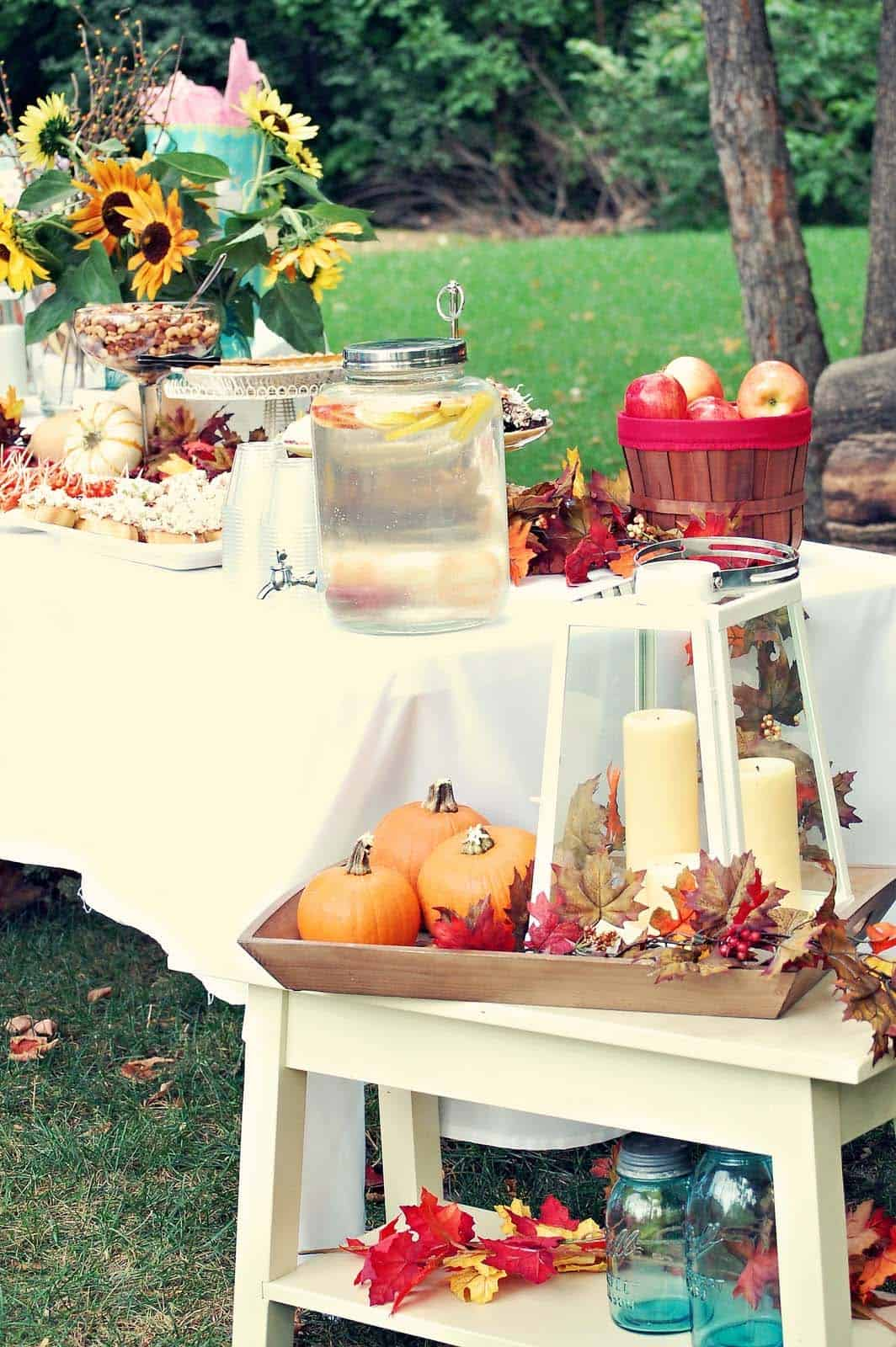 Outdoor-Fall-Party-Decorating-Ideas-17-1-Kindesign