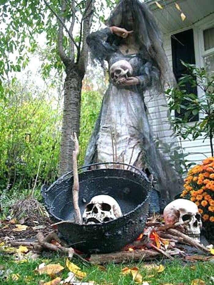Spooky-Outdoor-Halloween-Decorating-Ideas-024-1-Kindesign