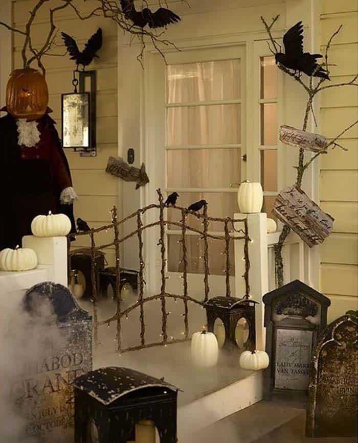 Spooky-Outdoor-Halloween-Decorating-Ideas-04-1-Kindesign