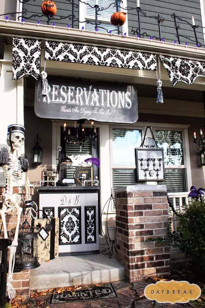 Spooky-Outdoor-Halloween-Decorating-Ideas-06-1-Kindesign