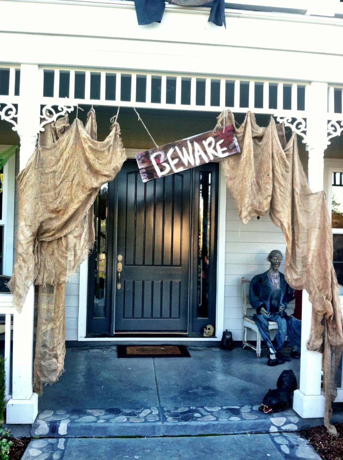 Spooky-Outdoor-Halloween-Decorating-Ideas-10-1-Kindesign