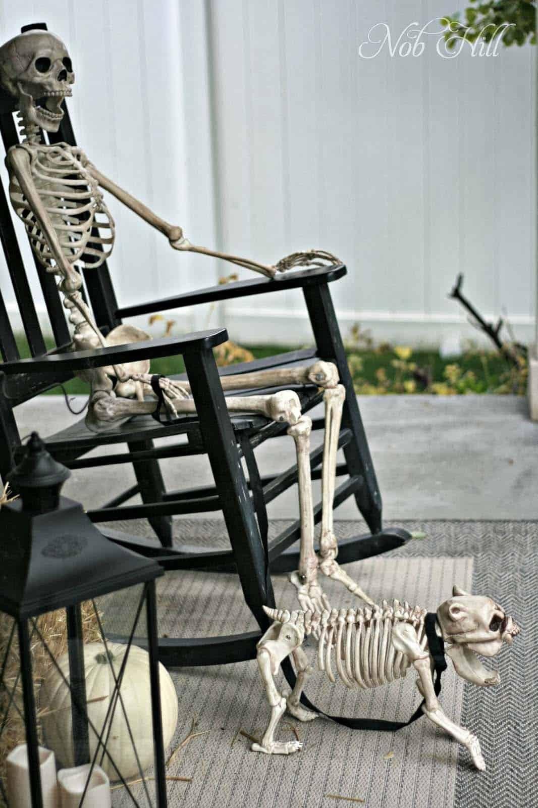 Spooky-Outdoor-Halloween-Decorating-Ideas-12-1-Kindesign