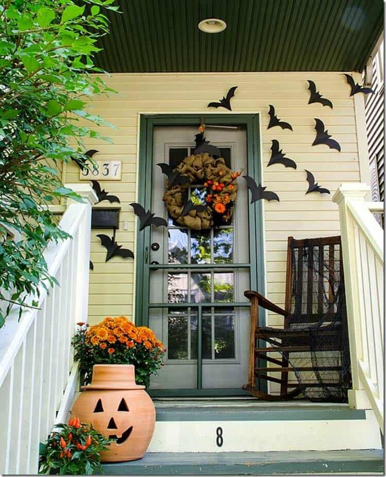 Spooky-Outdoor-Halloween-Decorating-Ideas-13-1-Kindesign
