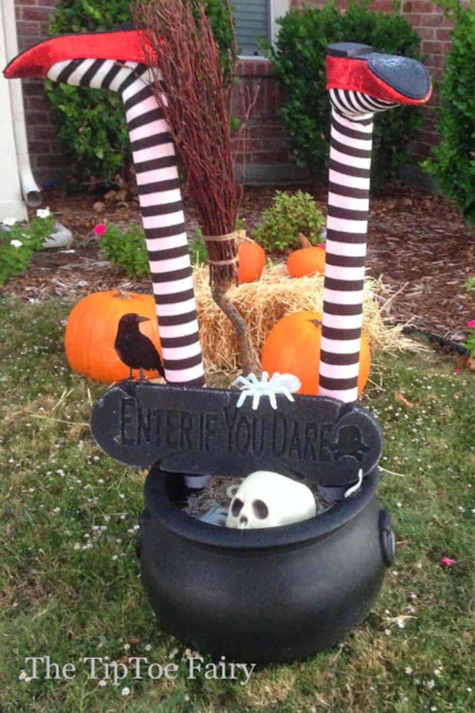Spooky-Outdoor-Halloween-Decorating-Ideas-16-1-Kindesign