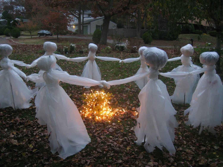Spooky-Outdoor-Halloween-Decorating-Ideas-19-1-Kindesign