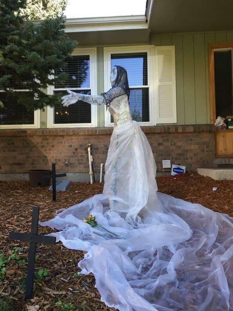 Spooky-Outdoor-Halloween-Decorating-Ideas-25-1-Kindesign