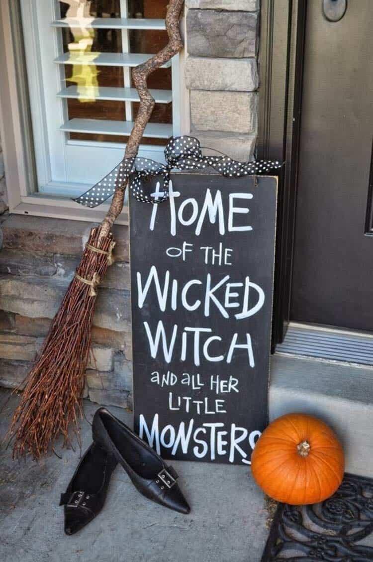 Spooky-Outdoor-Halloween-Decorating-Ideas-31-1-Kindesign