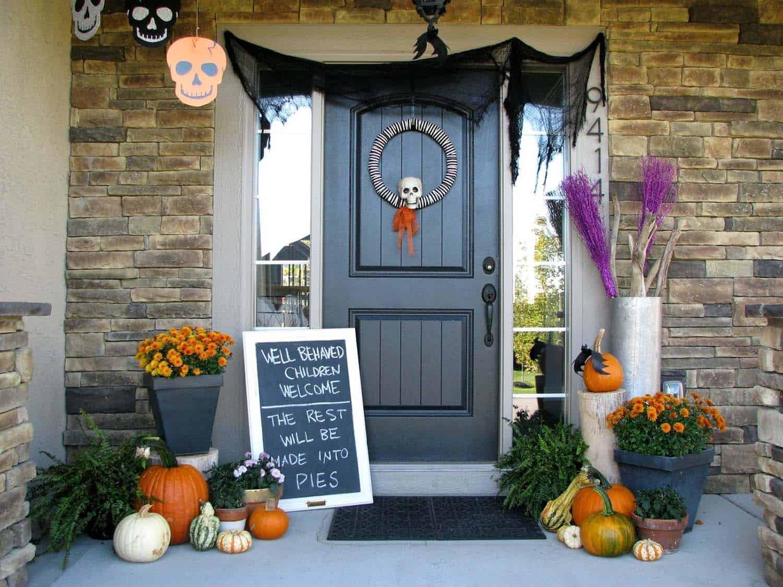 Spooky-Outdoor-Halloween-Decorating-Ideas-35-1-Kindesign
