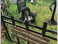 Spooky-Outdoor-Halloween-Decorating-Ideas-37-1-Kindesign