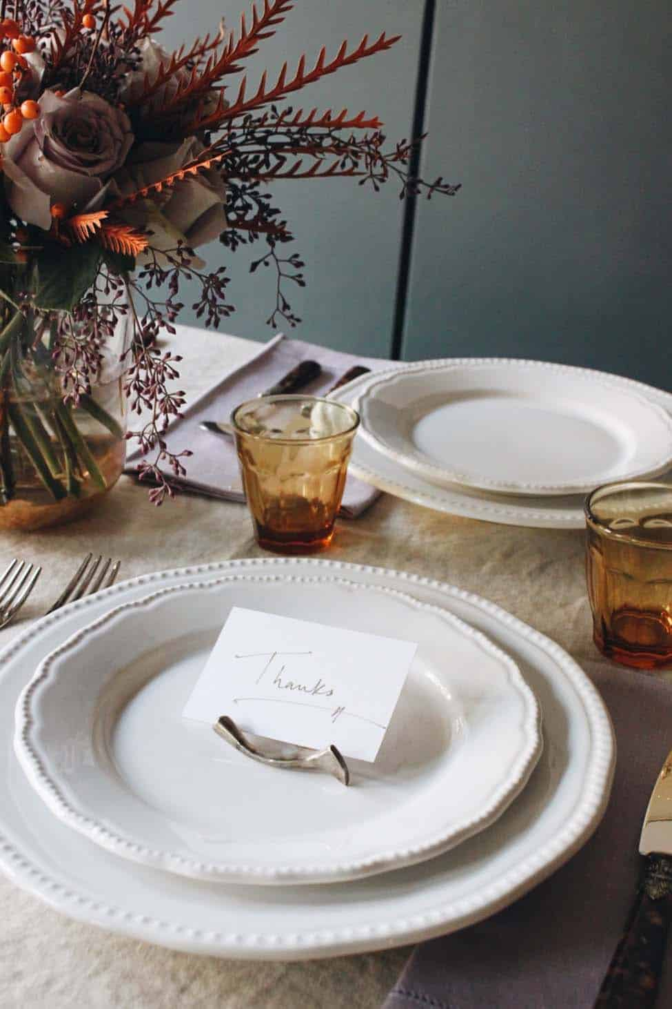 Thanksgiving-Table-Place-Setting-Ideas-03-1-Kindesign