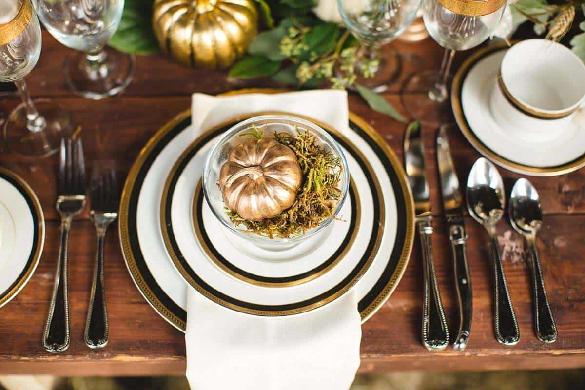Thanksgiving-Table-Place-Setting-Ideas-13-1-Kindesign