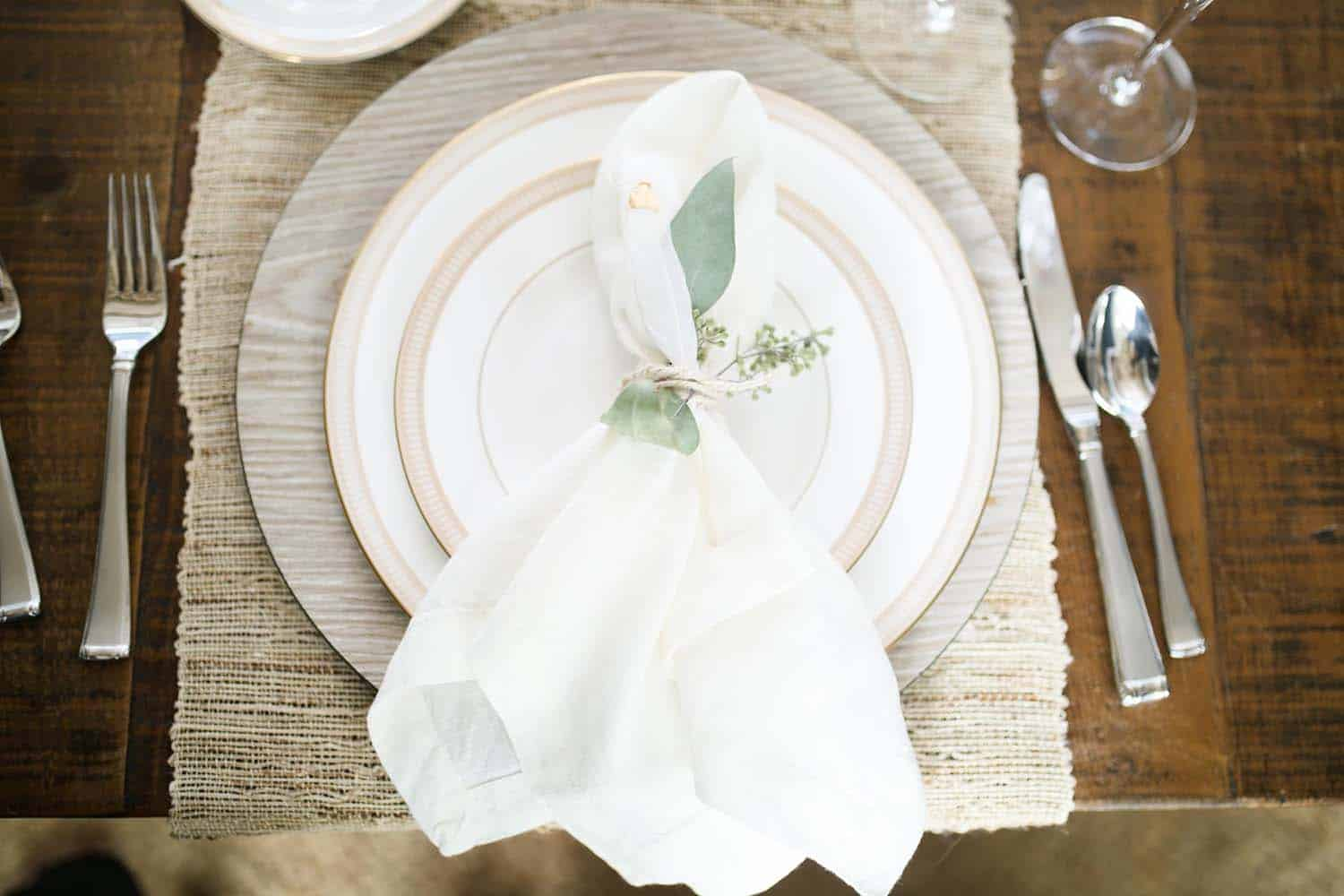Thanksgiving-Table-Place-Setting-Ideas-14-1-Kindesign