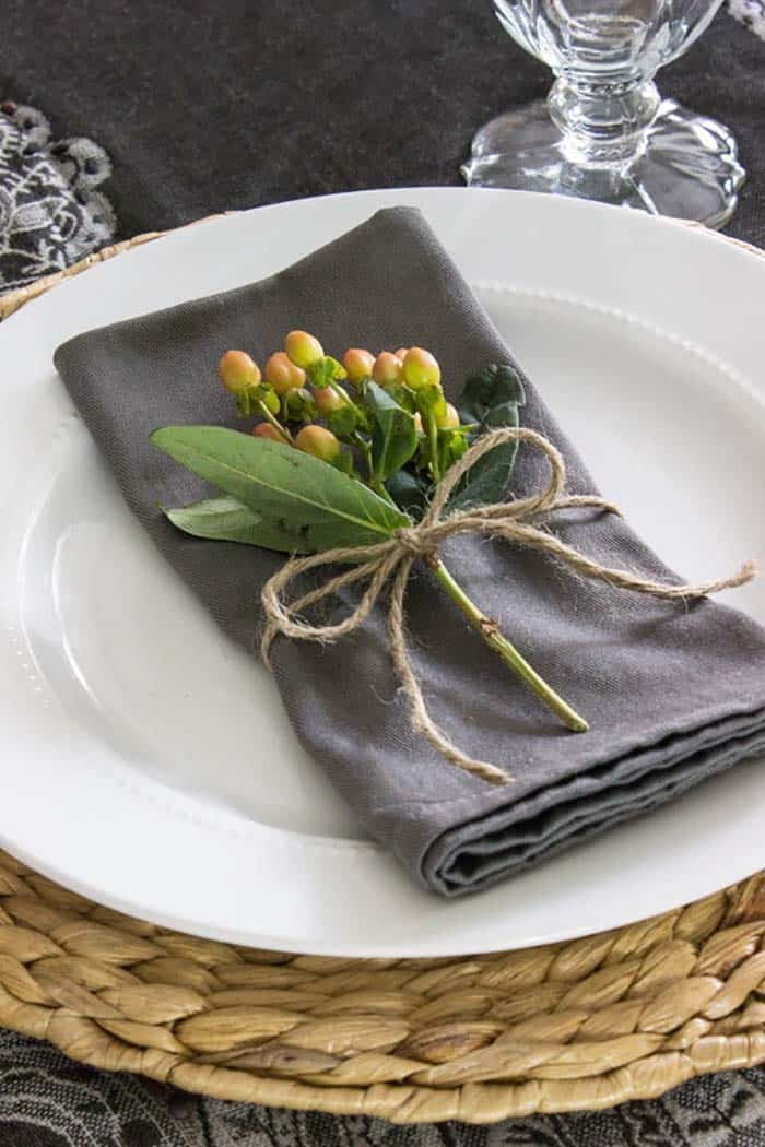 Thanksgiving-Table-Place-Setting-Ideas-21-1-Kindesign
