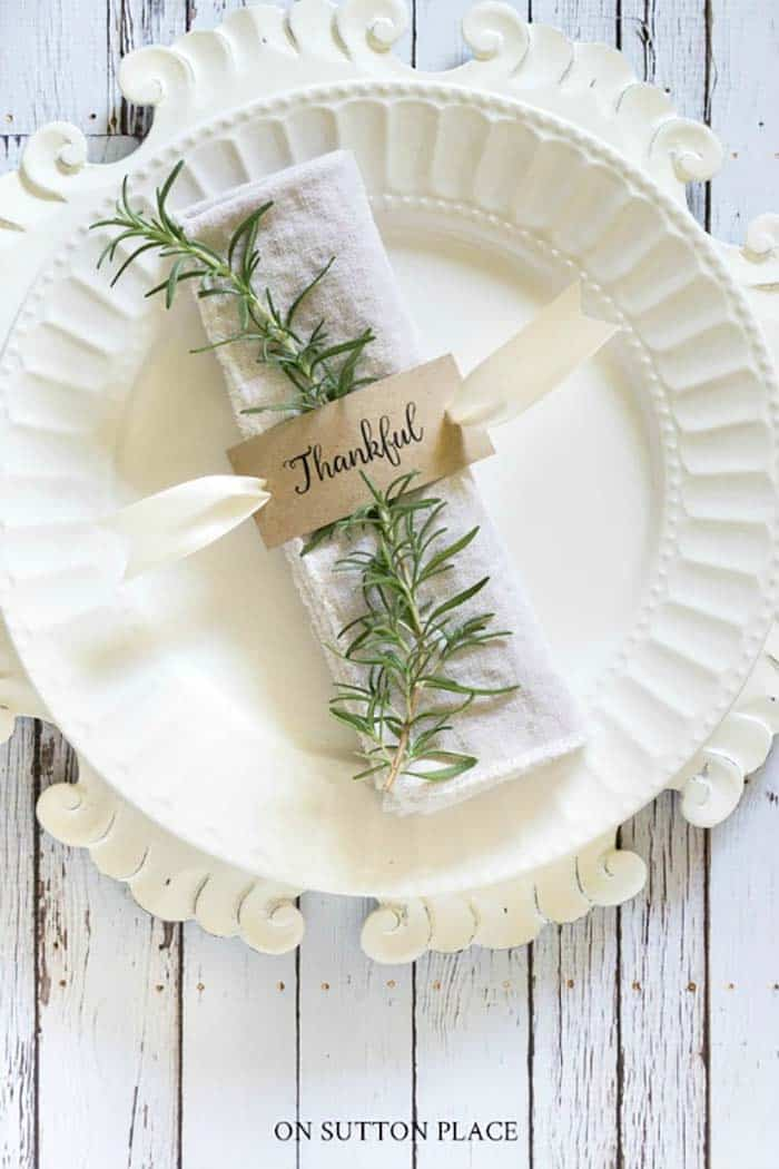 Thanksgiving-Table-Place-Setting-Ideas-23-1-Kindesign