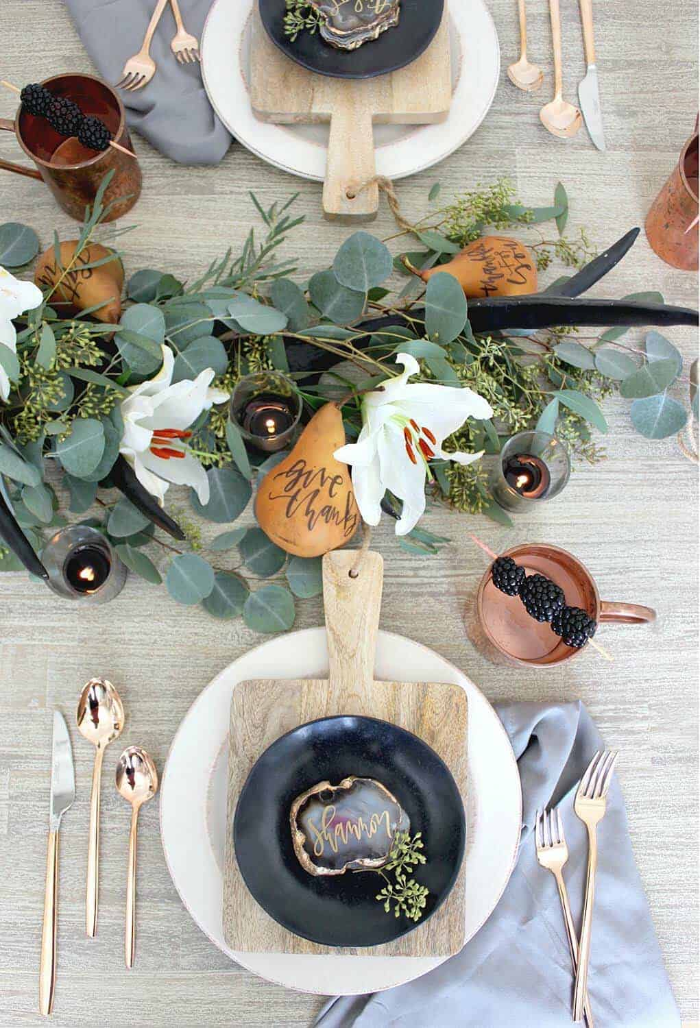 Thanksgiving-Table-Place-Setting-Ideas-33-1-Kindesign