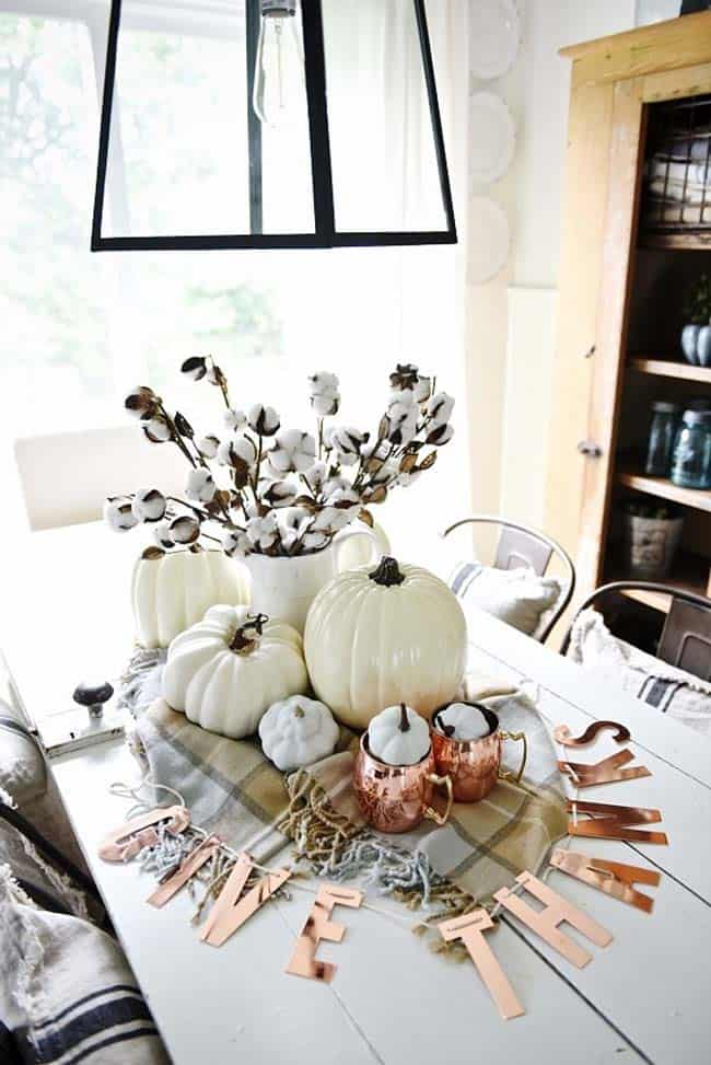 Welcoming-Fall-Table-Decorating-Ideas-06-1-Kindesign
