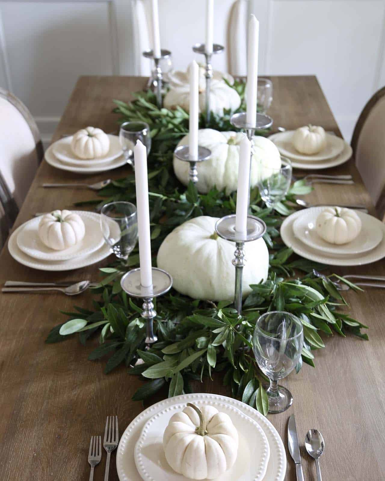 Welcoming-Fall-Table-Decorating-Ideas-09-1-Kindesign