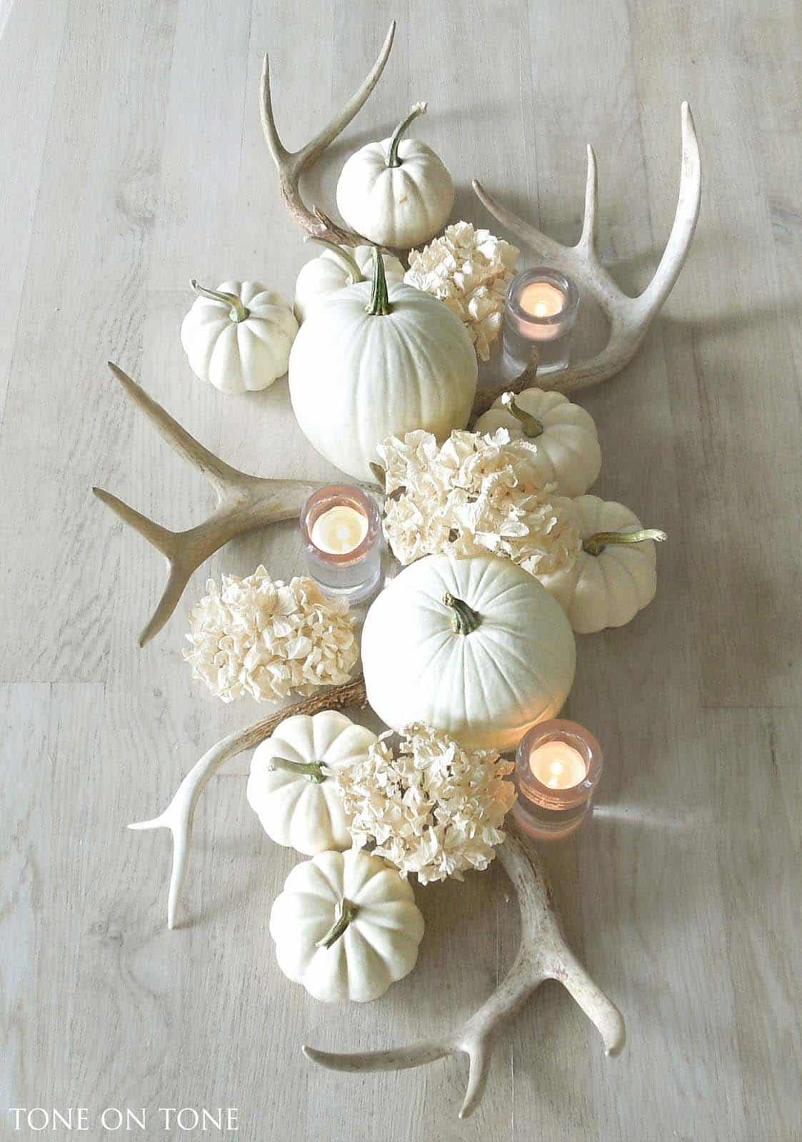 Welcoming-Fall-Table-Decorating-Ideas-14-1-Kindesign