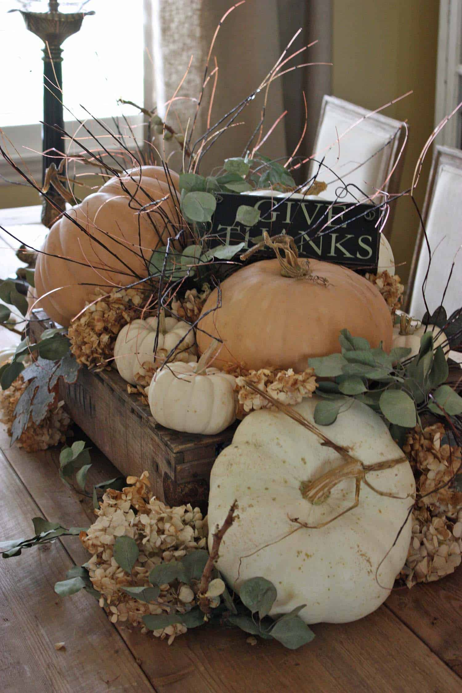 Welcoming-Fall-Table-Decorating-Ideas-15-1-Kindesign