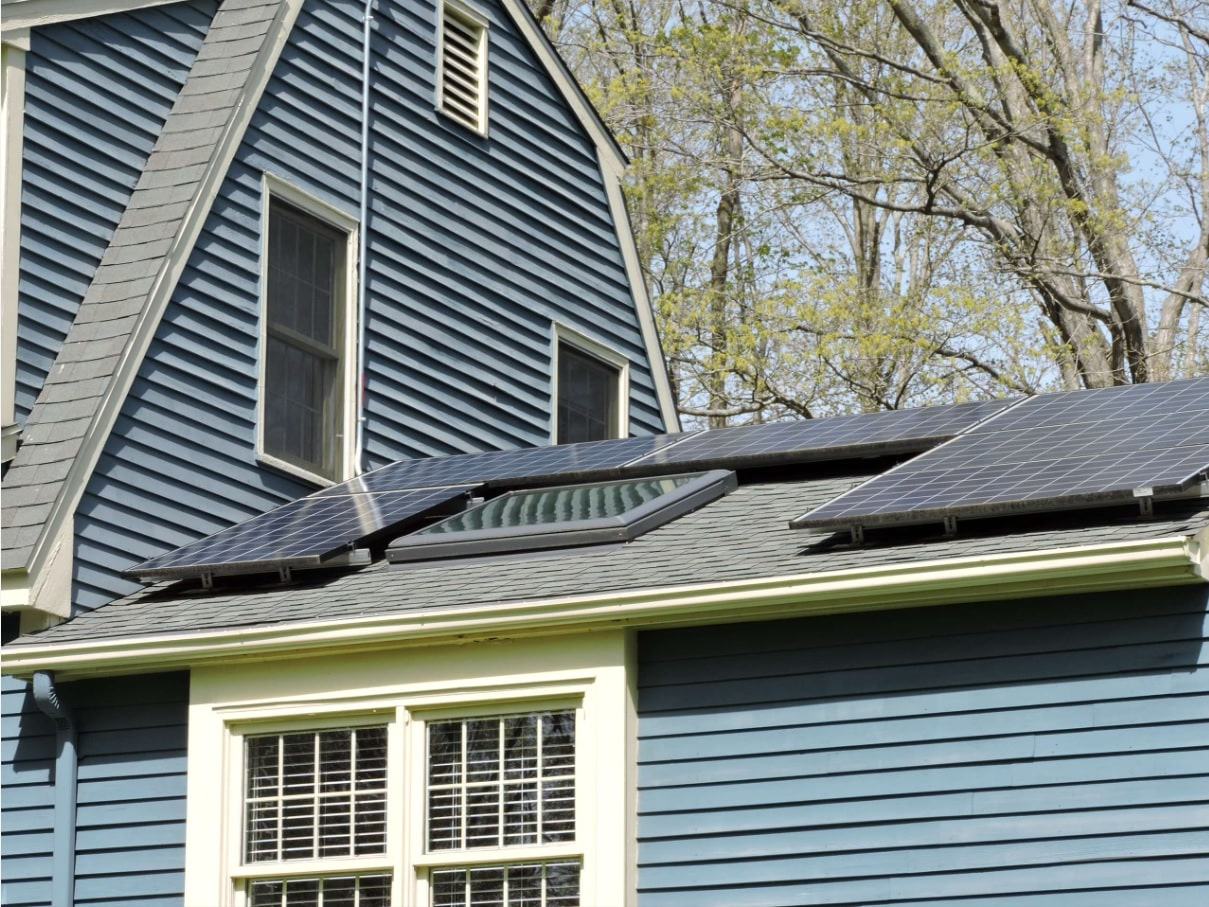 Saltbox roof, dark blue board sheathing and solar panels
