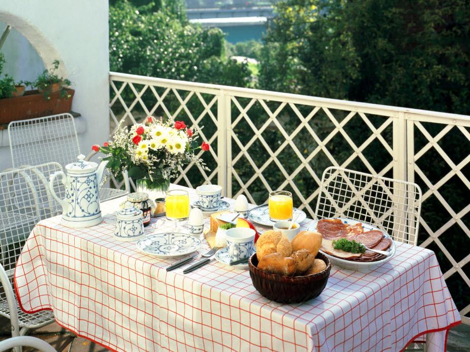 balcony-dining-1