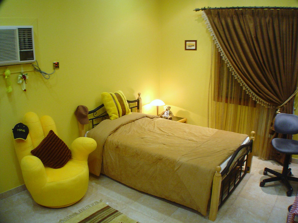9yellow-rooms-by-yonis-attiya