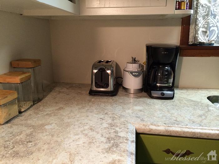 Kitchen-Backsplash-Before-2