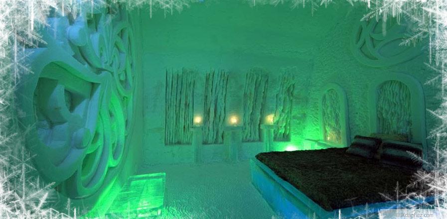 ice-hotel-bedroom