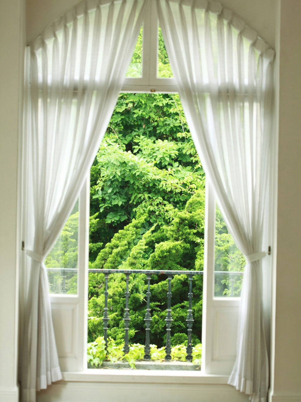 Guide To Curtains And Window Treatments | Real Simple regarding 15 Unique Gallery For Living Room Curtains And Drapes