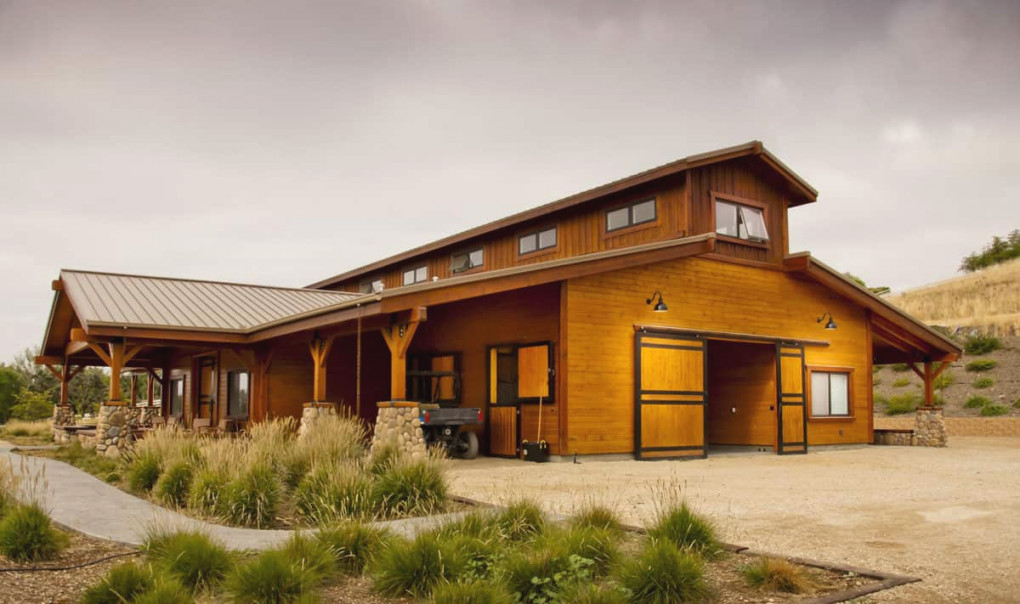 5 Virtual Barn Tours You Must Go On - Cowgirl Magazine for Horse Barns With Living Quarters