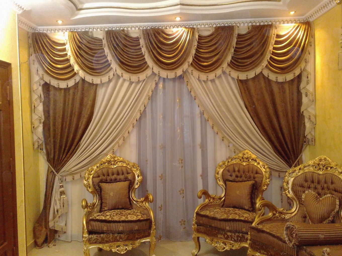 Luxury Curtain Designs For Small Gold Living Room Window for 15 Beautiful Ideas Luxury Curtains For Living Room