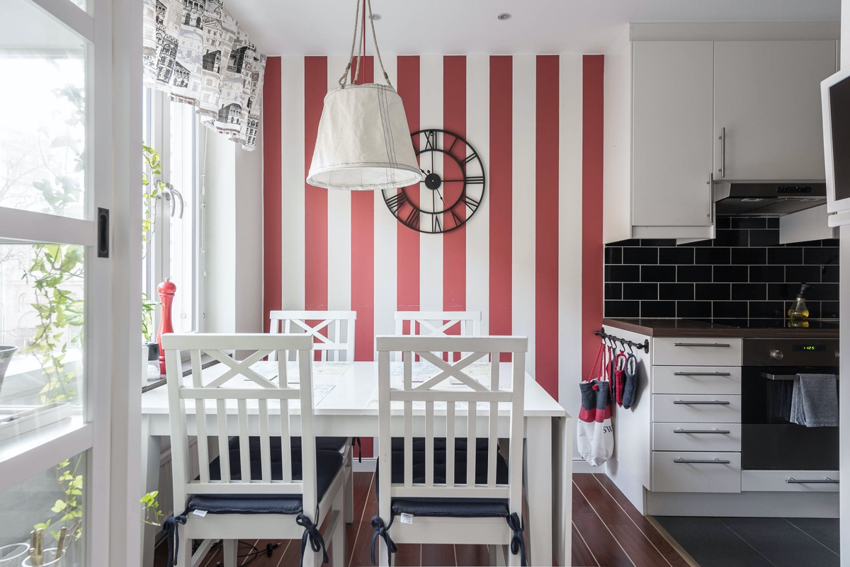 red-and-white-stripe-dining-room