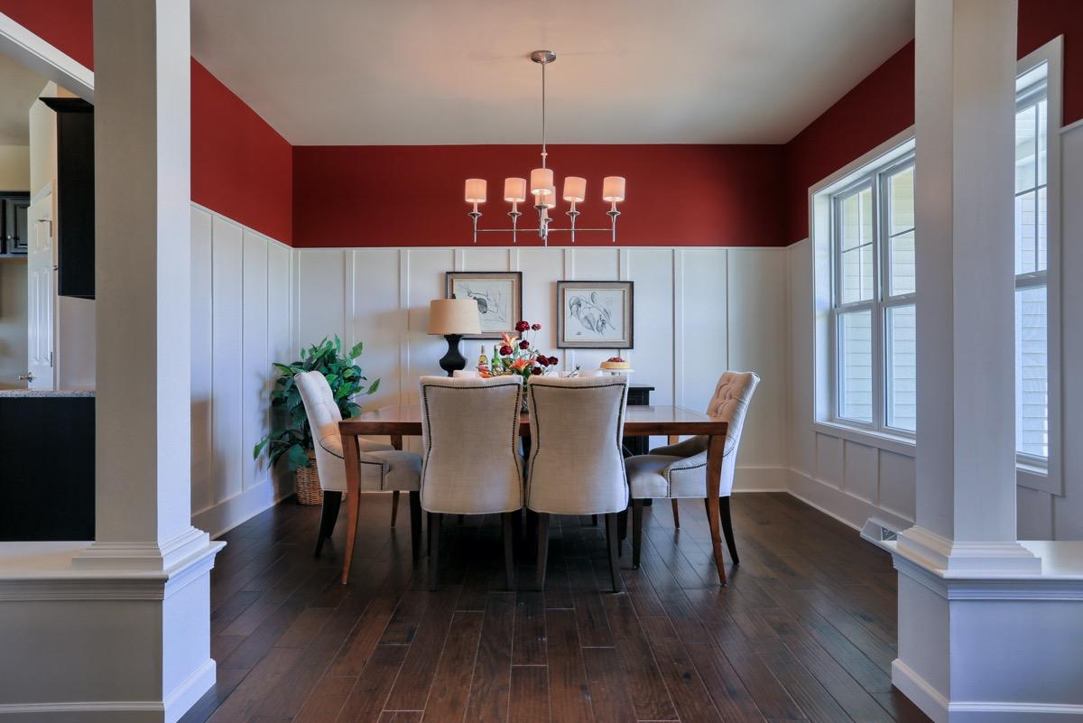 red-border-dining-room-decor