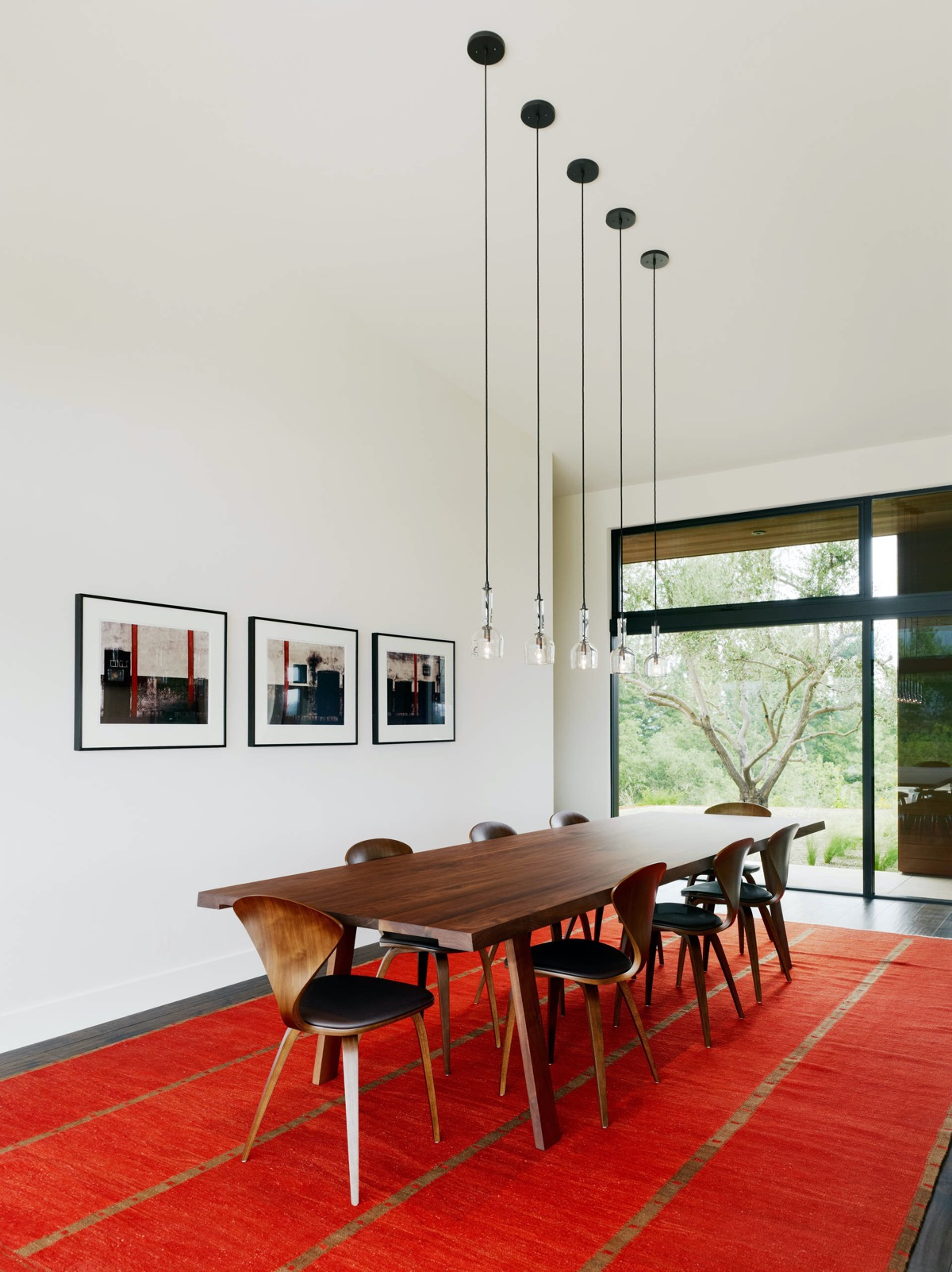 red-dining-room-rug