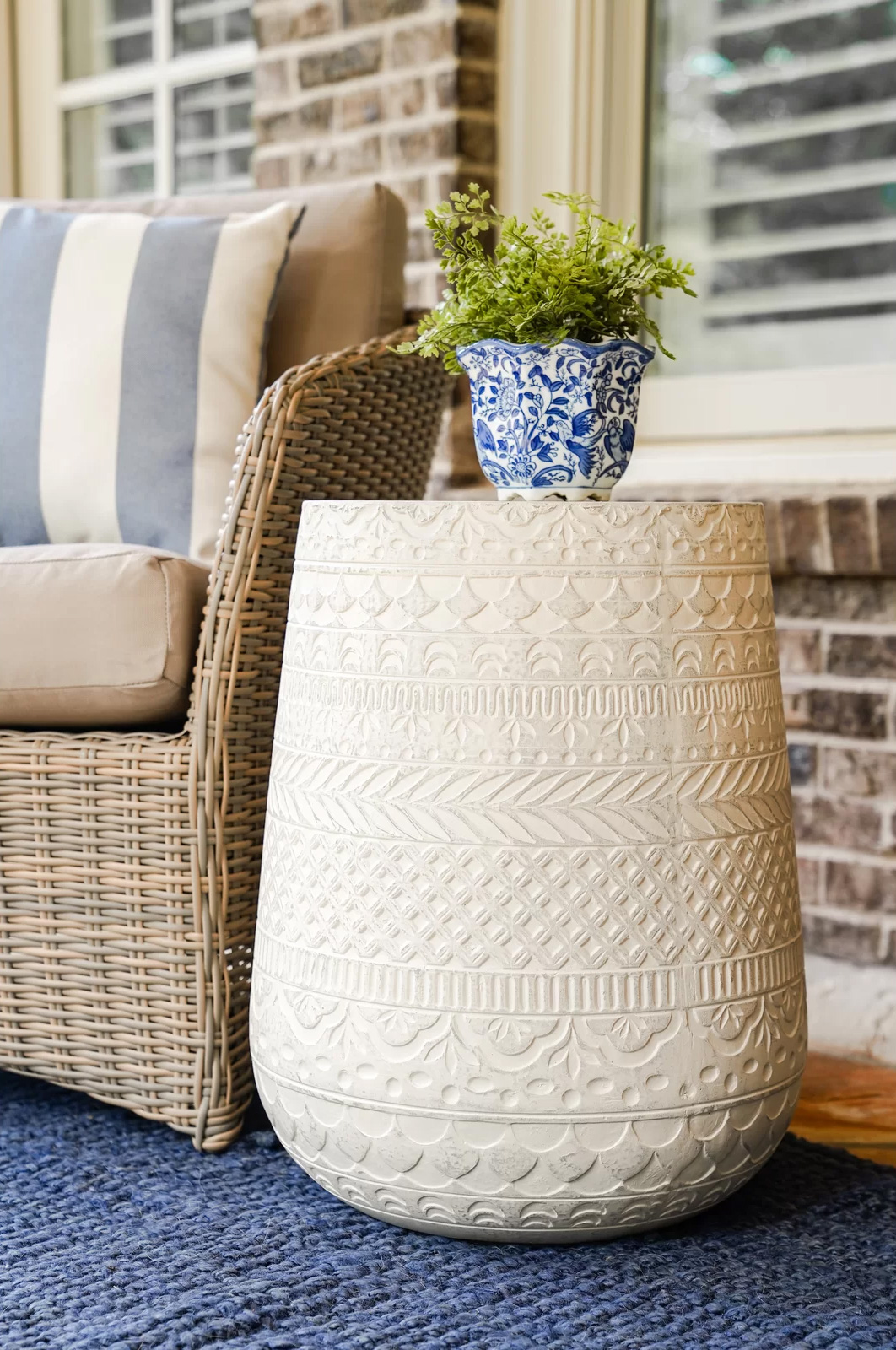 White-Patterned-Concrete-Outdoor-Side-Table